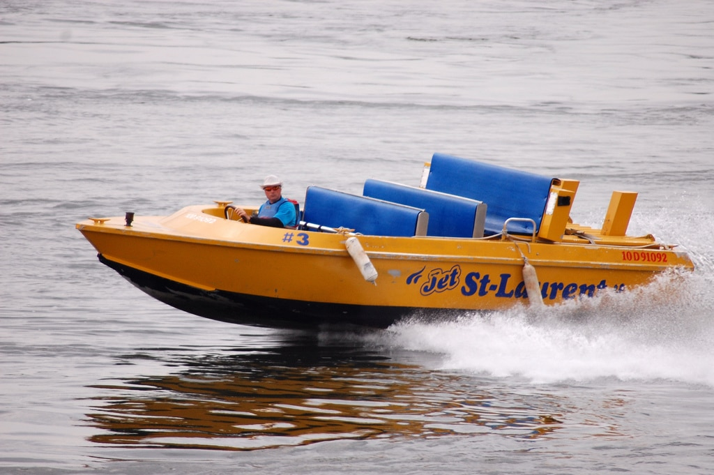 montreal jet boat photo